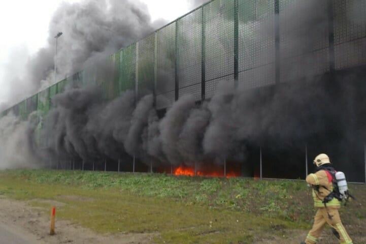 Meerdere voertuigen in brand in parkeergarage Rotterdam