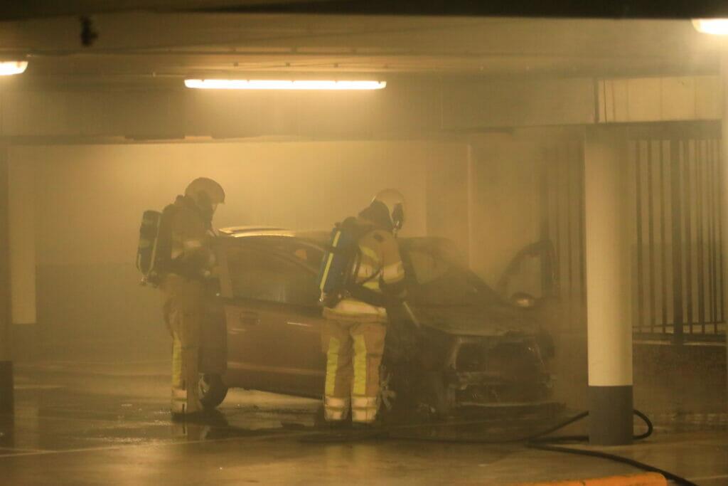 Autobrand in parkeergarage Oegstgeest